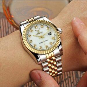 שעון יד אנלוגי מודרני 2020